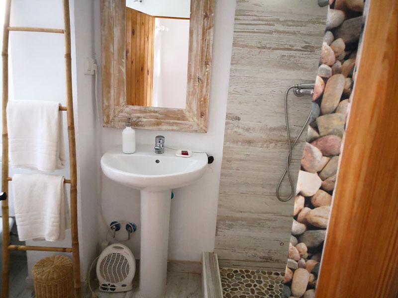 Alojamiento en caños de meca lavabo
