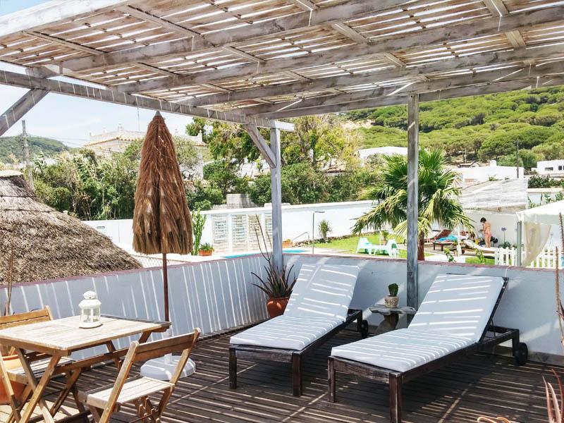 bungalow con terraza en canos de meca detalle terraza