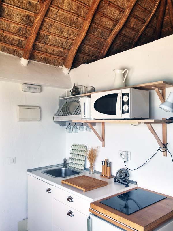 bungalow en canos de meca vista mar cocina